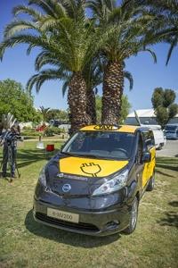 wSN-Nissan-e-NV200-taxi-2