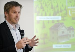 Bengt-Åke Claesson på CGI, visar på potentialen i intelligenta system för övervakning av laddinfrastrukturen