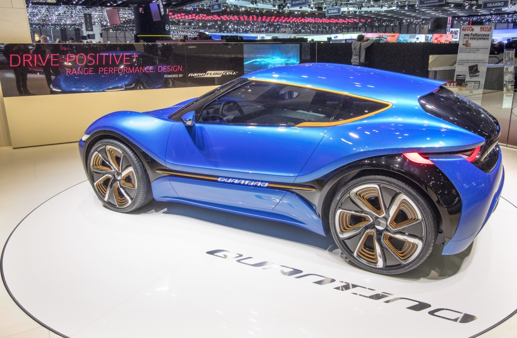 Quantino är en mindre och kortare bil med beskedligare prestanda men också en bättre räckvidd på 100 mil med enbart eldrift. Även den är fyrhjulsdriven.