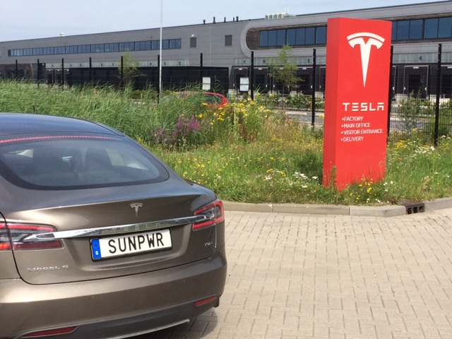 Vår SUNPWR hemma igen vid Teslas fabrik i Tilburg.