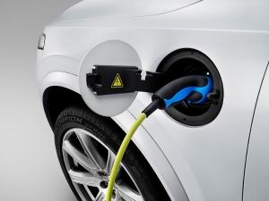 Nästa generation laddbara Volvo-bilar kan bli helelektriska och tillverkade i Kina.