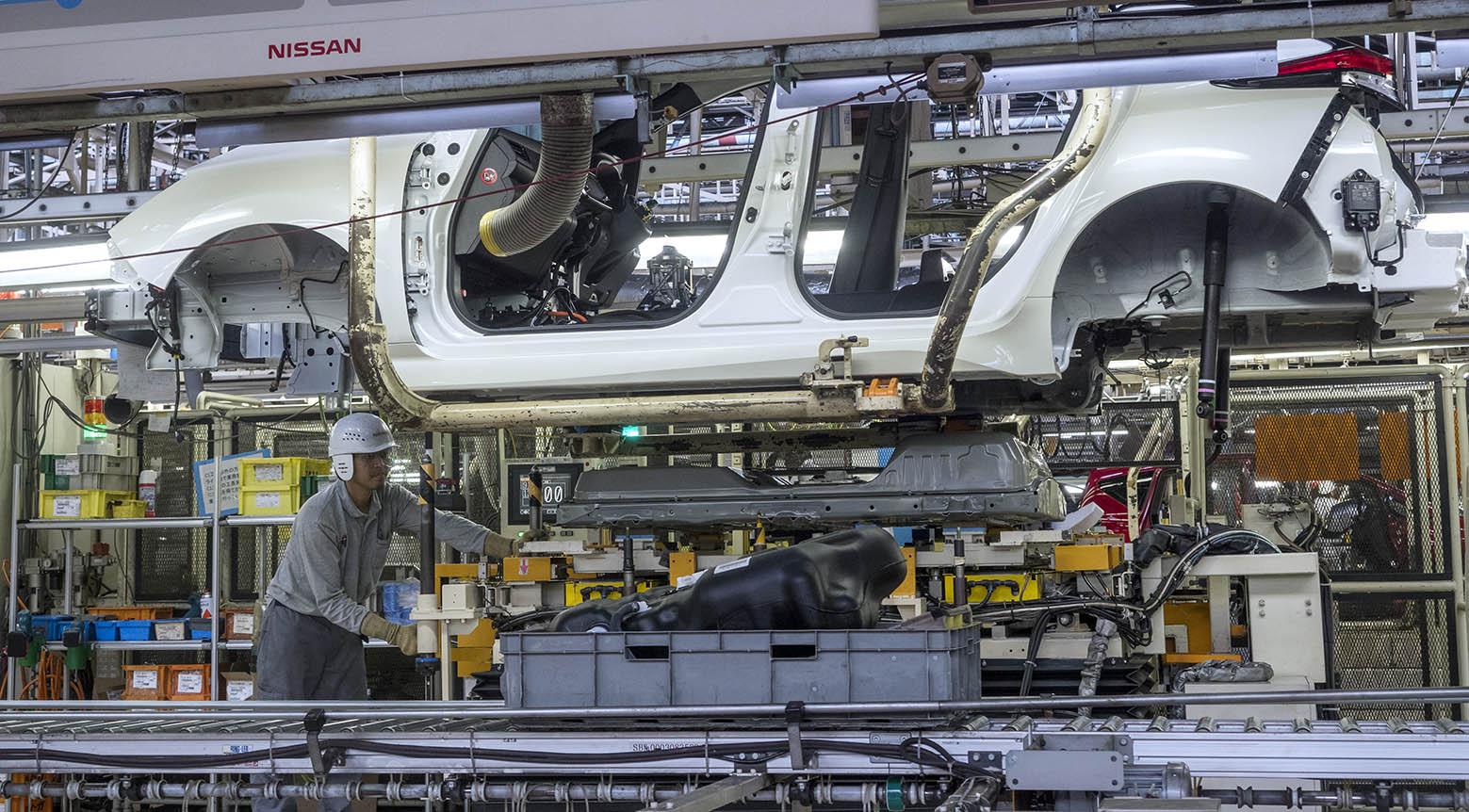 Nya Nissan Leaf får batteriet monterat underifrån i fabriken i Yokohama