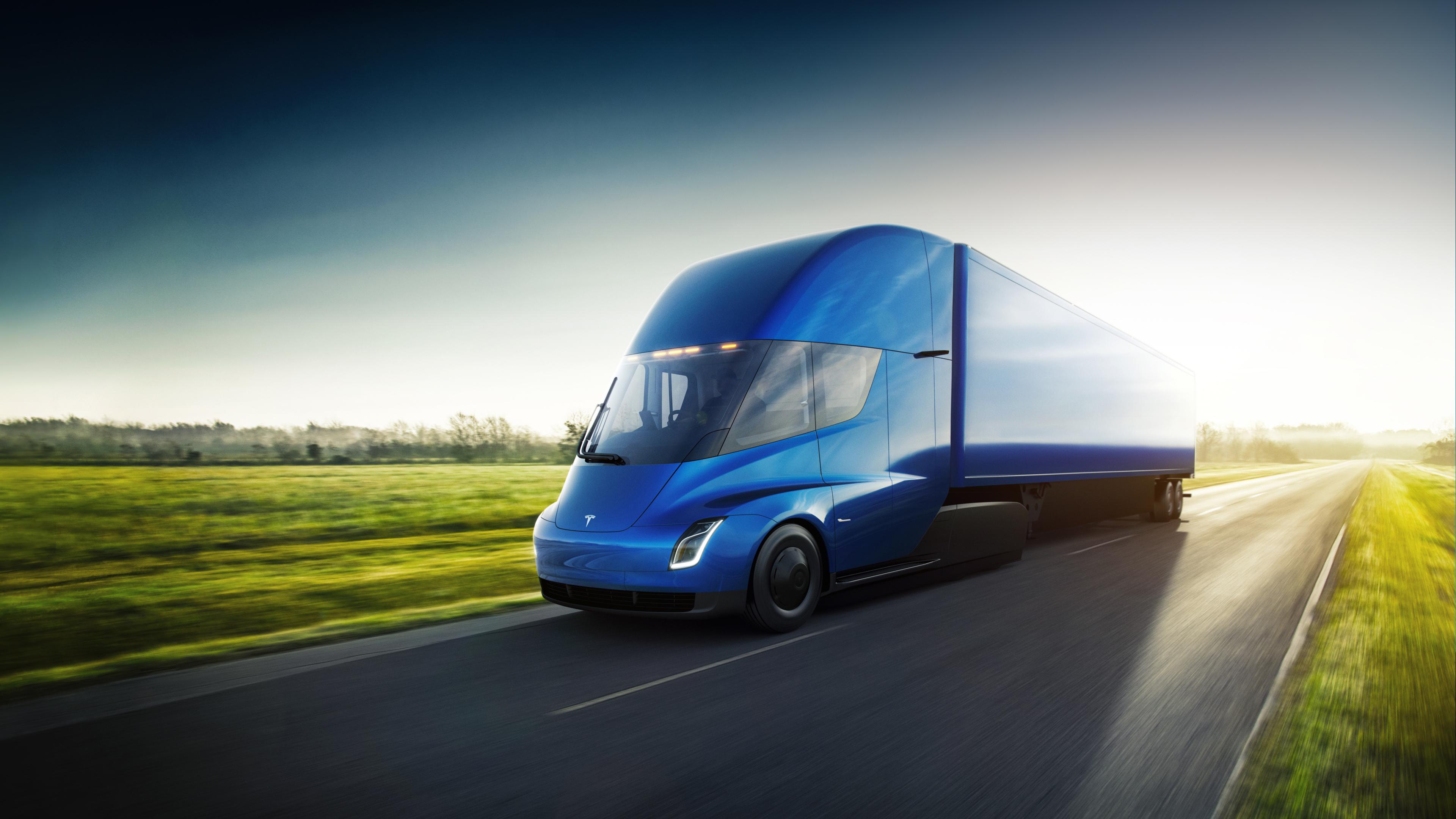 Tesla Semi är den eldrivna tunga lastbilen som ska gå 80 mil på en laddning med 36 tons last.