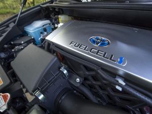 Toyotas satsning på bränsleceller för vätgasdrift breddas och kompletteras med en satsning på batterielbilar.