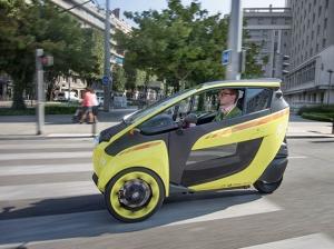 Toyota skalar upp sitt modellutbud när det gäller batterielbilar till att gälla även större bilar och jobbar för att hitta bilarnas roll i den moderna infrastrukturen