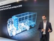 Mark Freymüller presenterar Hyundai tunga vätgaselbil