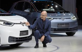 En tysk billansering idag handlar väldigt mycket om design och här berättar Klaus Bischoff, som är designchef Voklswagen, om tankarna bakom nya ID.3